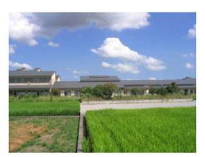 施設のまわりは田園風景がひろがります